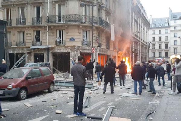 Explosão em padaria de Paris deixa três mortos e dezenas de feridos