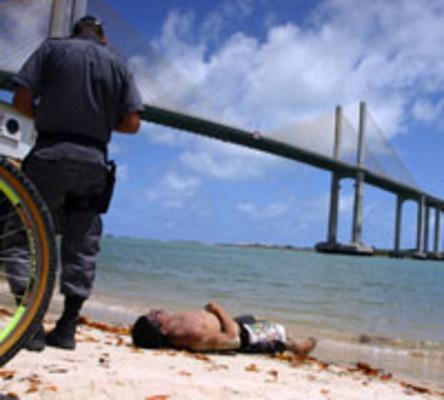 FORTE/REDINHA - Familiares identificam corpo de homem encontrado sob ponte