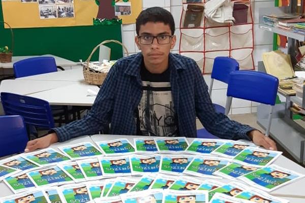 O estudante Pedro Henrique Felipe Santana é o autor do livro Sozinho