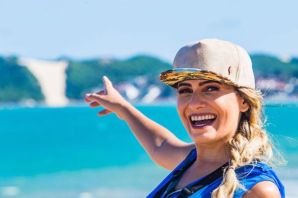 Apresentadora do Bora Veranear visita as praias urbanas que oferecem esportes e lazer para todos