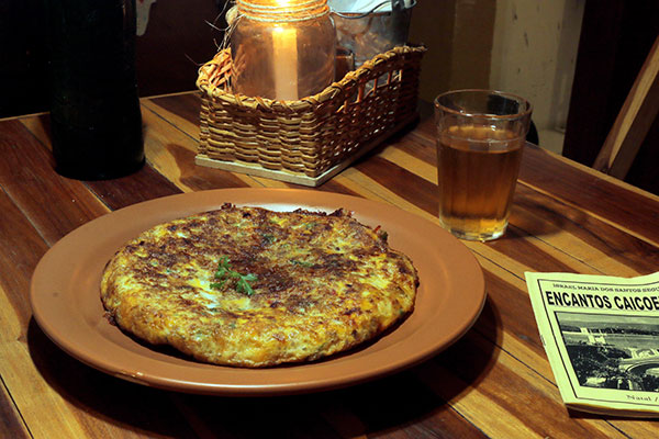Também tem malassada, espécie de omelete com carne de sol, queijo e verduras