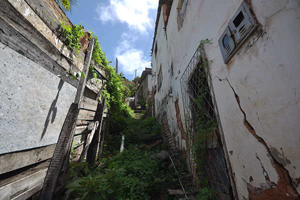 A gravidade da situação na Comunidade do Jacó já é reconhecida desde 2007. Hoje, 50 casas são consideradas vulneráveis