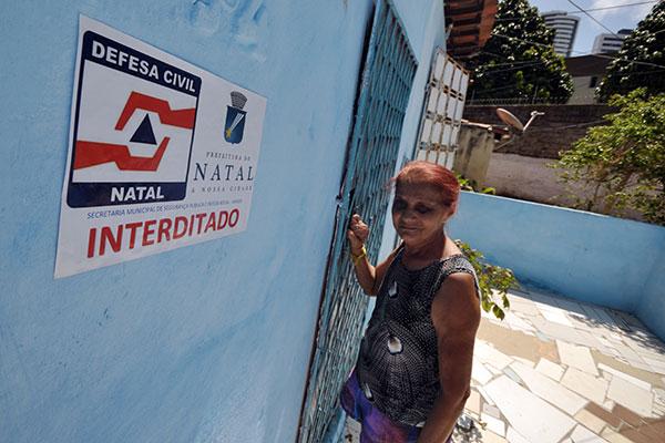 Maria das Neves tem 70 anos e afirma que não vai sair do local