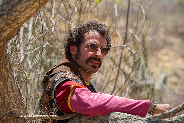 César Ferrario como Bigode de Arame em Amores Roubados (2014)