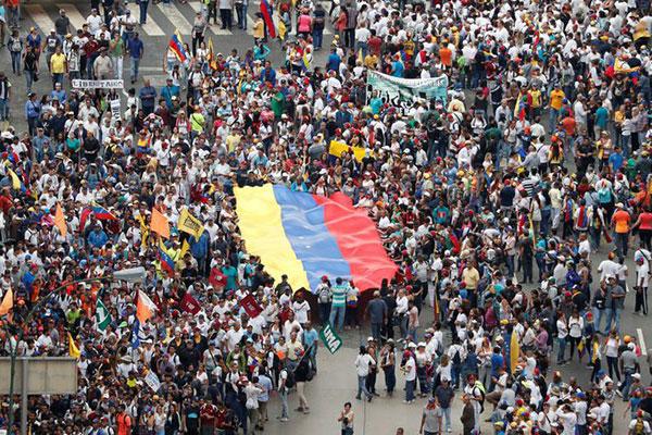 Venezuela teve uma semana repleta de protestos a favor e contra o governo Maduro