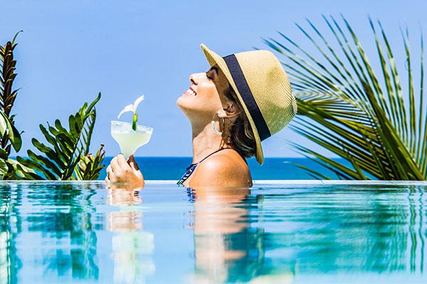Ponta do Pirambu harmoniza gastronomia e piscina à beira mar