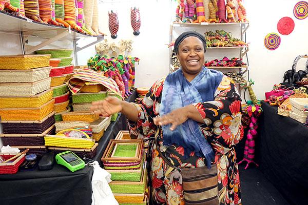 A queniana Abiola trouxe o estande Madagascar