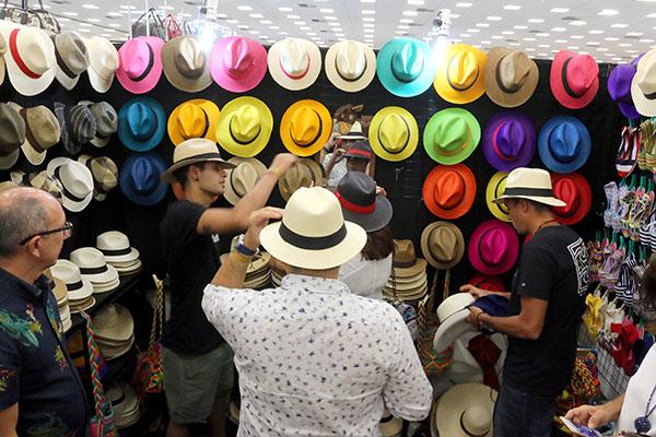 O estande da Colombia está fazendo a alegria de quem aprecia chapéu