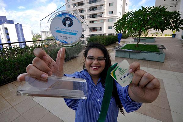Monnaliza tem 20 anos, é empreendora e líder de uma comunidade com cerca de 500 membros