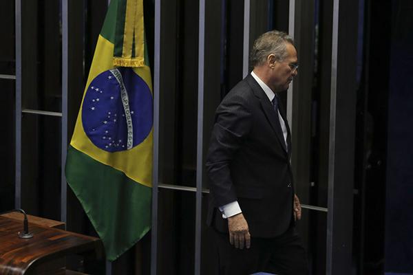Renan Calheiros desistiu de sua candidatura à presidência do Senado