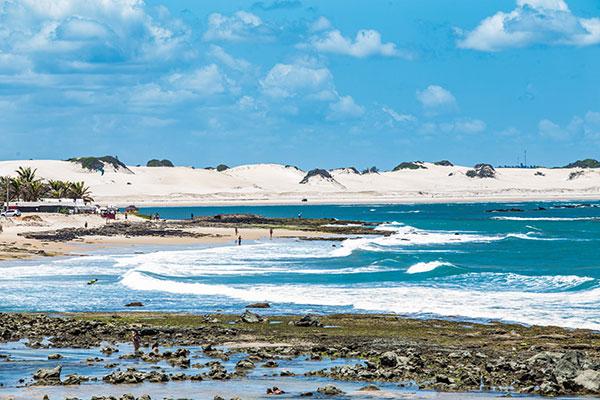 São cerca de 26 km de praias semi-desertas cercadas por 2.365 hectares de mata atlântica e um rico manguezal
