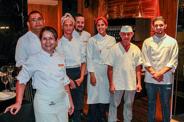 Soninha Benevides apresenta menu ao lado de sua equipe