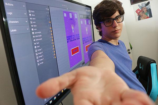 O estudante Luis Felipe desenvolveu o jogo Space Solitude