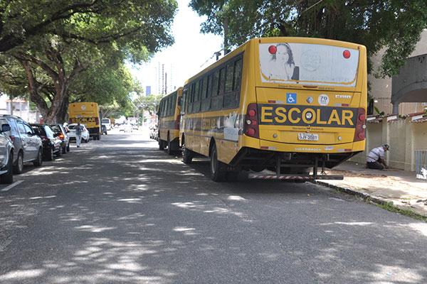 Em muitas situações é preciso improvisar o transporte de professores com motoristas da própria Secretaria