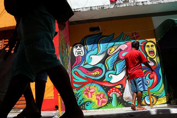 Proposta de colorir as fachadas e criar painéis grafitados partiu de empresários da Cidade Alta