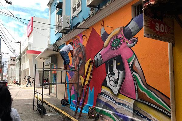 Artistas do grafite realizam um mutirão artístico no Centro