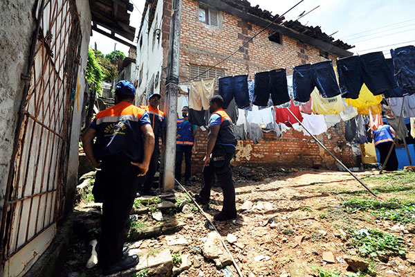 Das 33 famílias em situação de risco no Jacó, 14 estão resistentes em mudar para os abrigos