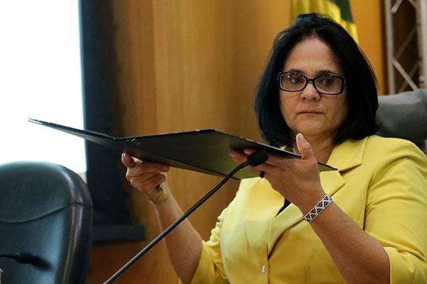 Ministra Damares Alves aponta risco elevado para meninas