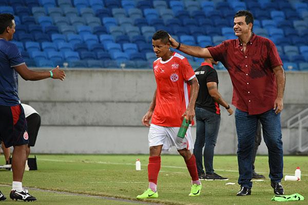 Artilheiro do Campeonato Estadual, com oito gols, Adriano Pardal tem a confiança de Moacir JR