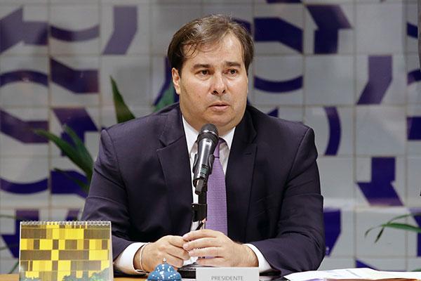 Rodrigo Maia indica mudança na proposta para benefícios sociais