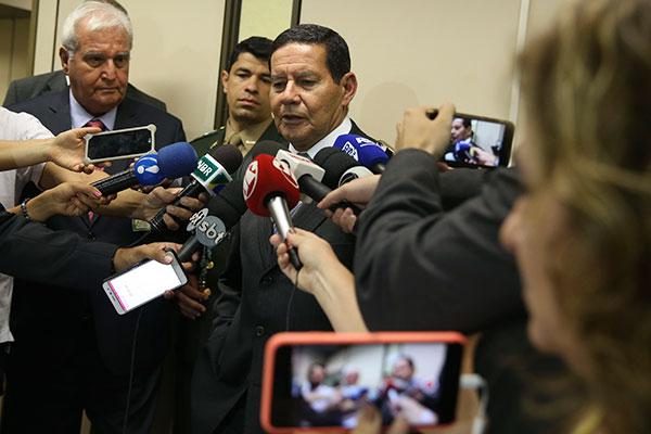 Hamilton Mourão reconhece que o Congresso pode negociar