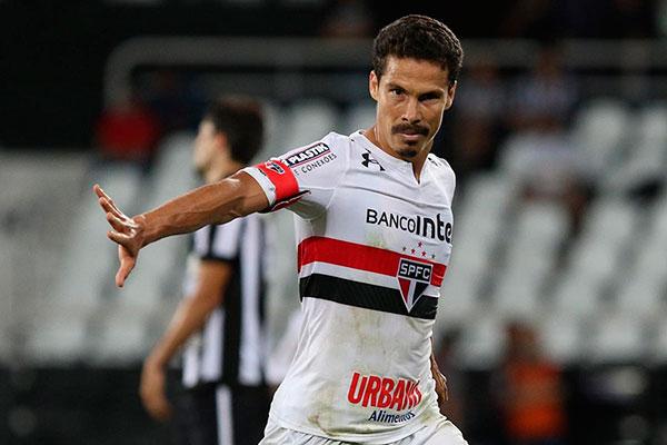 Além de craque, Hernanes é uma liderança da equipe paulista