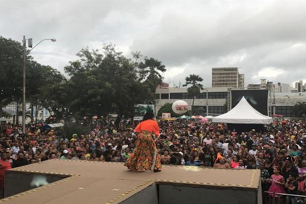 Larissa Costa abre carnaval neste domingo no Centro Histórico