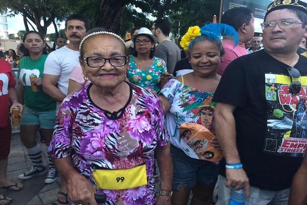 Aos 83 anos de idade, Margarida Fernandes conta que não perde os festejos carnavalescos