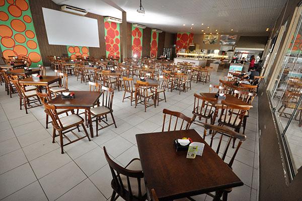Salão do Dom Gourmet comporta 400 pessoas. Agora o happy hour é aposta
