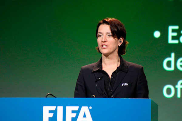 Tatjana Haenni trabalhou na FIFA, mas critica a entidade