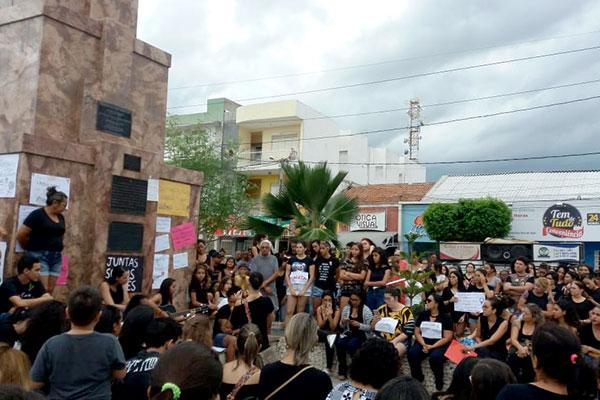 Resultado de imagem para Ato cobra justiça por curraisnovense morta no Carnaval de Caicó
