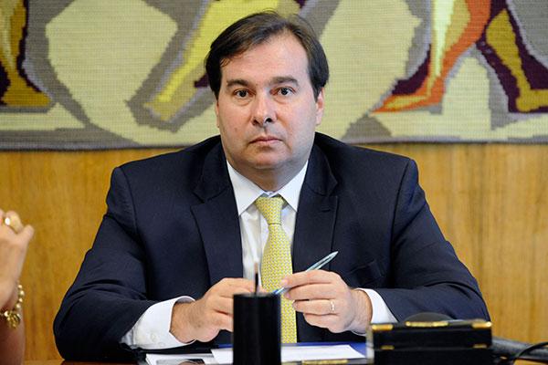 Rodrigo Maia quer assegurar o trâmite na CCJ da Câmara