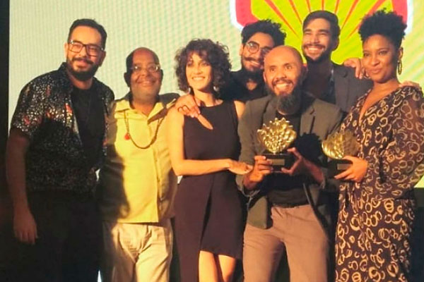 Grupo Carmin recebe Prêmio Shell, ao lado da baiana Larissa Luz