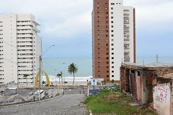 Quatorze habitações destruídas ou afetadas aguardam por definição da Prefeitura que alega falta de recursos federais