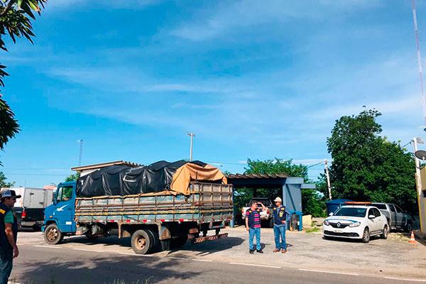 Auditores e agentes da PRF abordaram caminhões nas rodovias e identificaram cargas sem nota