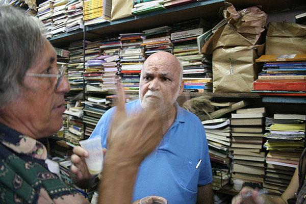 """Falves Silva e o pernambucano Paulo Bruscky se reencontram para falar sobre """"Arte Correio"""""""