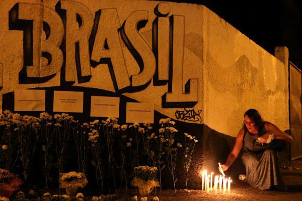 Homenagem às vítimas do tiroteio na escola Raul Brasil em Suzano, São Paulo