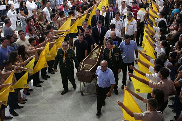 Vítimas de ataque em Suzano foram enterradas hoje (14)