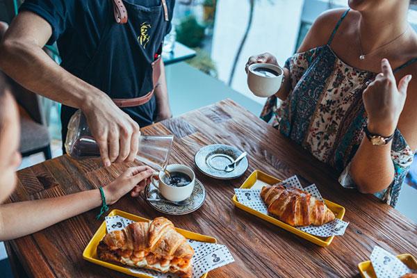 No Barões do Café, o croissant é preparado de forma artesanal, com o folheamento na medida certa