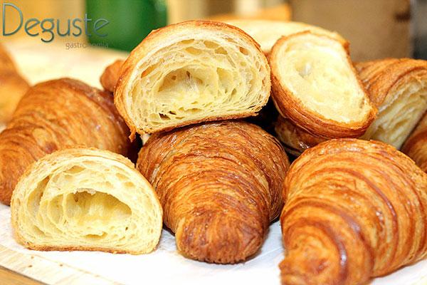 Croissant da Casa Nacre é servido aos moldes clássicos