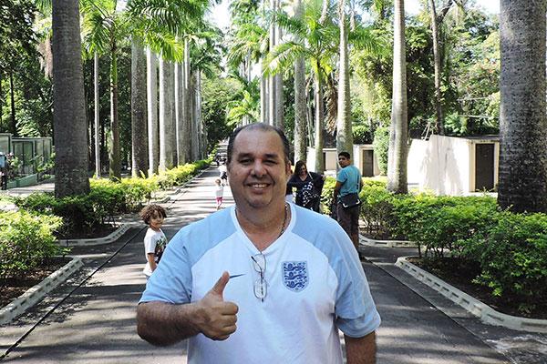Lênio Santos, apresentador e músico
