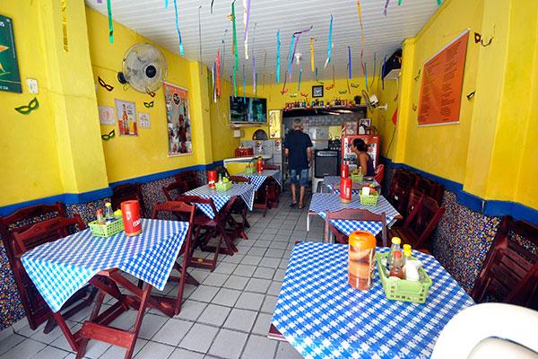 Com sua comida tradicional, os bares são o tempero do Beco da Lama