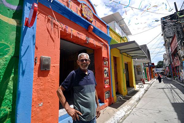 Francisco de Assis, do Bar do Chico, está no local há 42 anos e aprova a renovação