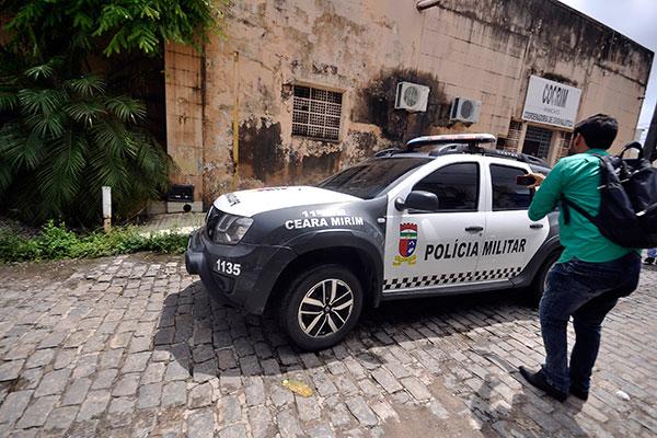Manobra da viatura da PM com sargento preso evitou exposição do suspeito à imprensa
