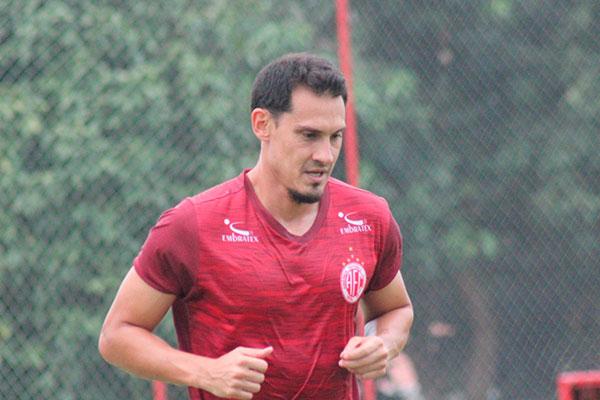 Zagueiro Adriano Alves