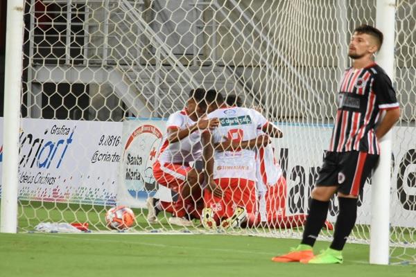 Com gols de Hiltinho e Max, América bateu o Força e Luz e é líder da Copa RN