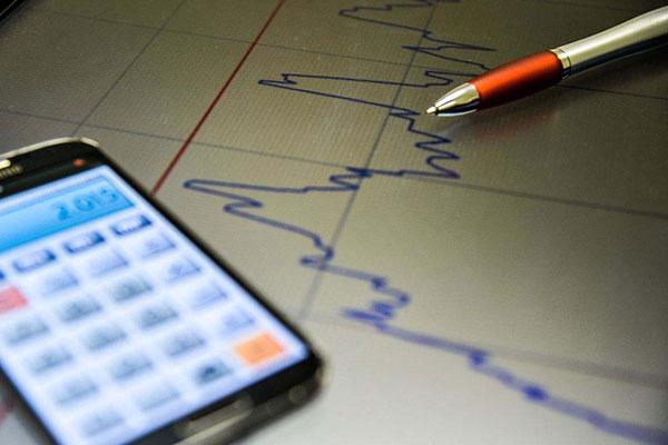 Mercado fincanceiro revisou projeção de crescimento da economia; produção industrial recua