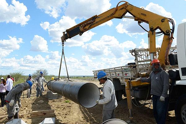 Adutora de engate rápido, Apodi-Mossoró, no Oeste potiguar, deverá ser substituída por sistema de maior vazão de água