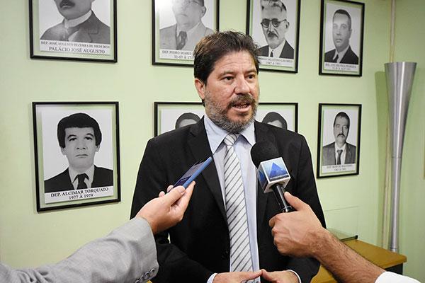 Aldemir Freire, secretário