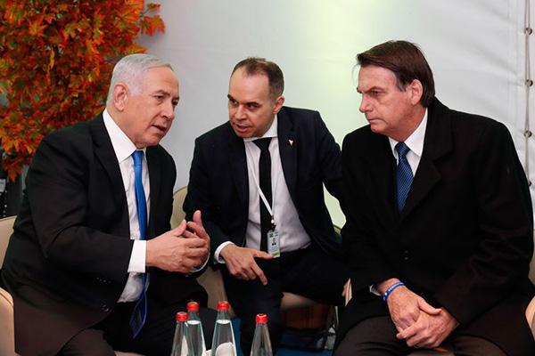 O primeiro-ministro de Israel, Benjamin Netanyahu, recebe o presidente da República, Jair Bolsonaro, em cerimônia oficial de chegada